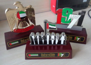 Falcon 1971 Sheikhs 7 Metal Plaque Wooden Trophy Stand pictures & photos