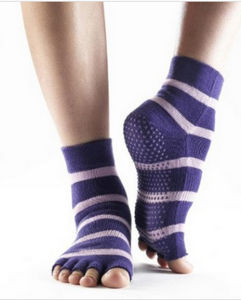 Customized Open Toe Cotton Yoga Socks pictures & photos