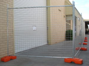 Galvanized Wire Welded Fence in Temportary pictures & photos