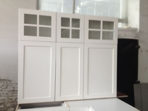 Upper Kitchen Cabinets with Clear Glass Doors pictures & photos