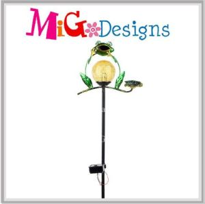 Traditional Akimbo Fat Frog with Solar Light Garden Metal Stake pictures & photos