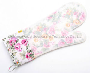 2016 Longer and Thicker Silicone Baking Glove, Microwave Oven Glove Sg17 pictures & photos