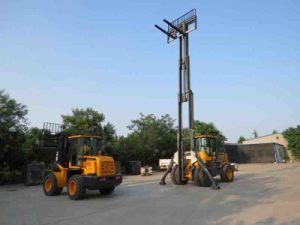 6ton Lifting Equipment Diesel 4WD Rough Terrain Forklift pictures & photos