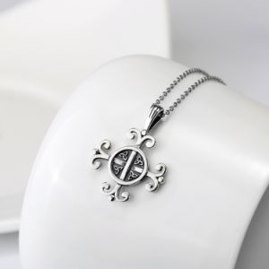 Best Selling 925 Sterling Silver Flower Pendant Necklace Antique Silver Good Luck Knot Necklace Fashion Women Jewelry pictures & photos