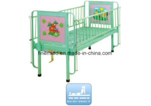 Hospital Manual 2 Section Semi-Fowler Pediatric Bed pictures & photos