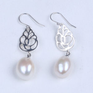 925 Sterling Silver Earrings with Freshwater Pearl pictures & photos