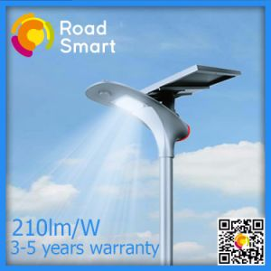 Guangzhou Manufacturer Solar Street Light for Competitive Price List pictures & photos