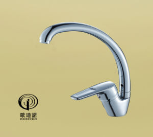 Oudinuo Brass Single Handle Kitchen Faucet with Chrome Finishing 69319 pictures & photos