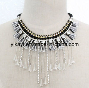 Lady Fashion Costume Jewelry White Crystal Pendant Necklace (JE0197) pictures & photos