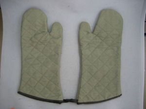 Heat Resistant Oven Working Glove -2150 pictures & photos