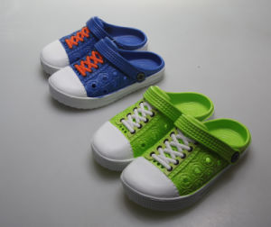 OEM Fashion Design Children′s Clogs pictures & photos