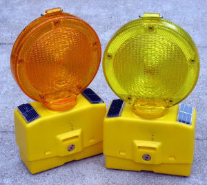Solar Powered Warning Lamp for Roadway Safety pictures & photos