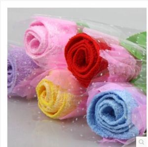 Valentines Gift Rose Towel Cake/Birthday Cake Towel/Gift Cake Towel pictures & photos