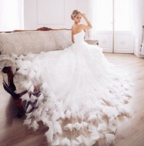 Strapless Bridal Ball Gowns Flora Tulle Wedding Dress Lb9187 pictures & photos
