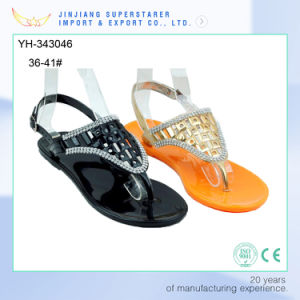 Stylish Women Ladies Flat Jelly Shoes Clip Toe PVC Sandals with Rhinestone pictures & photos