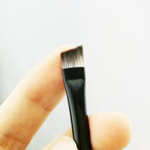 Factory Wholesale Cheap Angled Eyebrow Makeup Brush with Wooden Handle pictures & photos