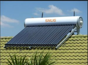 Roof Type Low Angle Solar Water Heater with 7 Years Warranty pictures & photos