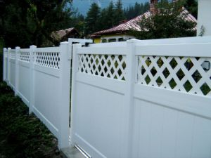 Beautiful and Ce Certificated Yard PVC Fence pictures & photos