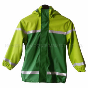 Green PU Reflective Raincoat for Children pictures & photos