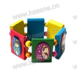 Fashion Children′s Wood Bangle with Cartoon Pictures