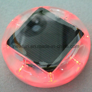 Factory Sale 360 Degree Reflective Cat Eye Solar Traffic Cone Light pictures & photos