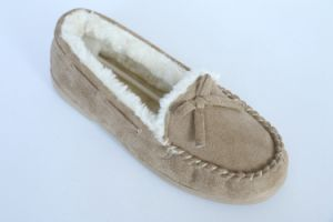 Woman′s Moccasin Shoes with Tied in a Bow pictures & photos