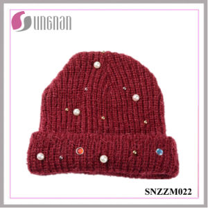 2016 Latest Knitted Hat Pearl Diamante Wool Yarn Cap (SNZZM022) pictures & photos