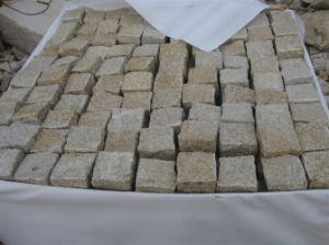 Yellow Granite Split Cube Stone pictures & photos