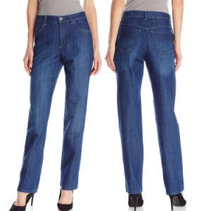 Women′s Classic-Fit Bootcut Wash Straight Leg Denim Jeans pictures & photos