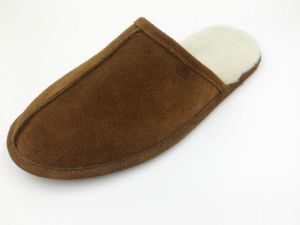 Genuine Leather Soft Winter Indoor Slipper Fashion Shoe pictures & photos