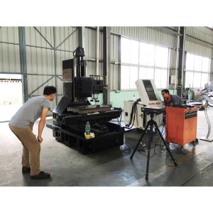 CNC Vertical Machining Center pictures & photos