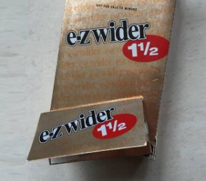 Glod E-Zwider 1 1 2 Rolling Papers 24 Booklets 24 Leaves 78mm*70mm Cigarette Rolling Paper pictures & photos