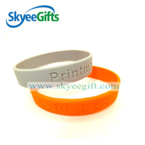 2017 Cheap Debossed Rubber Custom Silicone Wristband pictures & photos