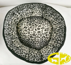 Deluxe Pet Dog Flat Oval Bed Pod with Fur Inner  and Linen Outside pictures & photos