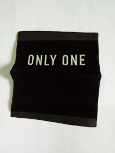 Black Colour Centred Folded Clothing Woven Label pictures & photos