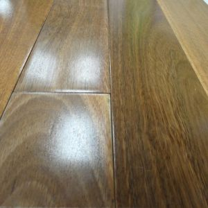 UV Lacquered Solid Spotted Gum Timber Flooring pictures & photos