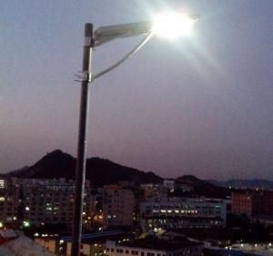 High Lumen Lamp Bridgelux IP67 Waterproof Solar LED Street Light pictures & photos