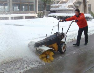 Hot Selling Gasoline Loncin 5.5HP Snow Sweeper (SSG5580) pictures & photos