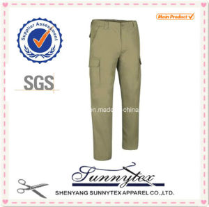 Green Colour Pocket Design Man Pants pictures & photos