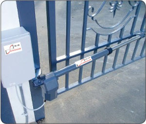 Swing Gate Motor, DC 24V, 300kgs/Leaf Capacity, Reverse Against Obstruction pictures & photos