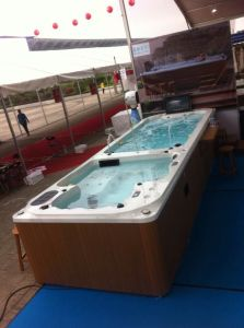 Endless Dual Zone Acrylic Swim SPA with CE pictures & photos