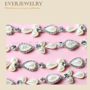 Beautiful Flower Rhinestone Cup Chain pictures & photos