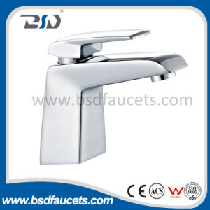 Polished Chrome Brass Single Handle Waterfall Basin Faucet pictures & photos
