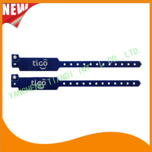 Custom Entertainment Vinyl Plastic ID Wristband Bracelet Bands (E6060B40) pictures & photos
