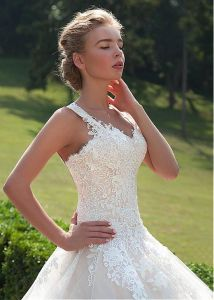 Sleeves Lace Bridal Gowns A-Line Puffy Tulle Custom Wedding Dress G17281 pictures & photos