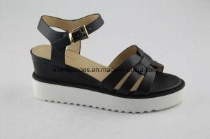 2016 Elegant Ladies Flat Sandal with Platform Design pictures & photos