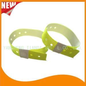 High Quality Entertainment ID Bracelets Vinyl Plastic Wristbands (E6070-20-7) pictures & photos