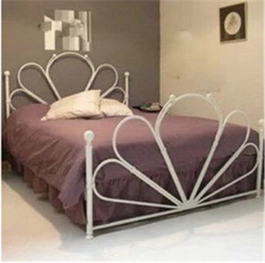 European Metal Day Bed/Sofa Bed in Factory Price