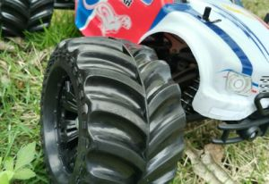 2.4G 1: 10 Plastic Remote Control RC Monster Truck pictures & photos