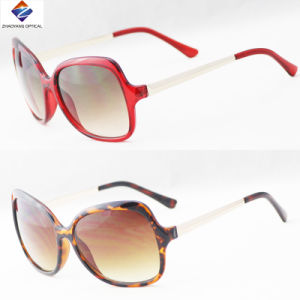 New Promotion Fashion Simple Plastic Sungalsses and Colourful Eyewear pictures & photos